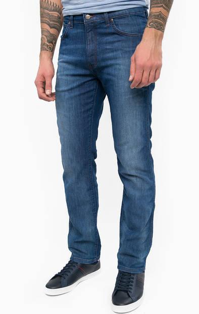 Зауженные джинсы с заломами