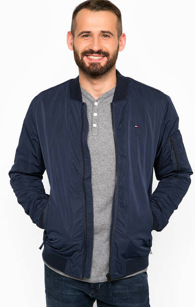 Легкая куртка с хлопковыми вставками