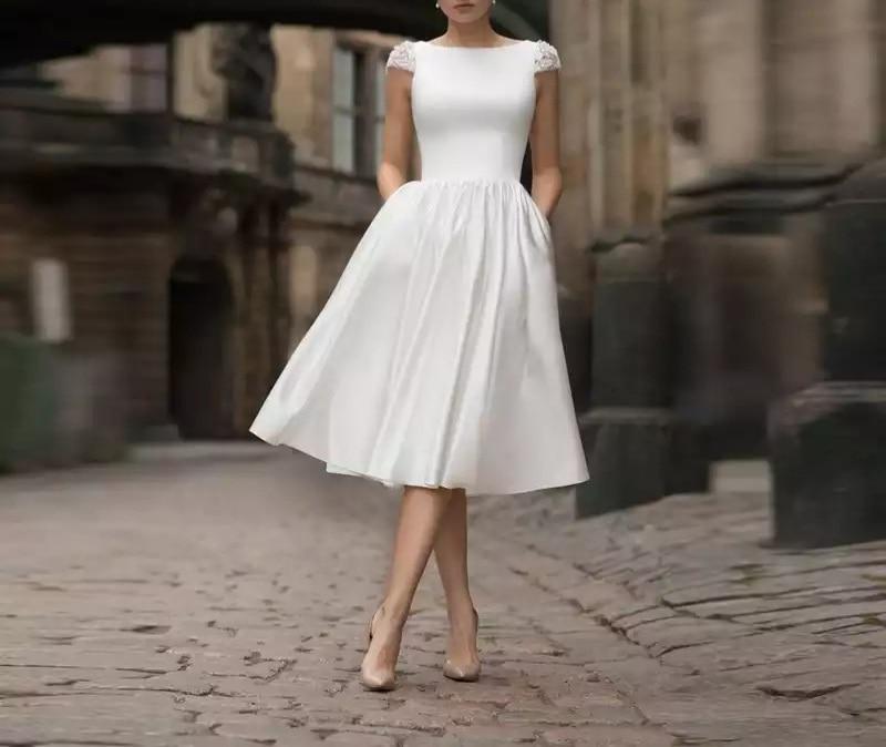 Атласное свадебное платье А-силует с короткими рукавами, короткое